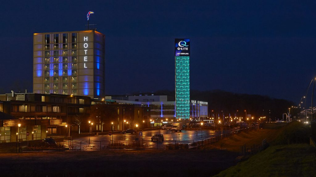LED-displays reclamemast Brainmarker Hotel Eindhoven A2
