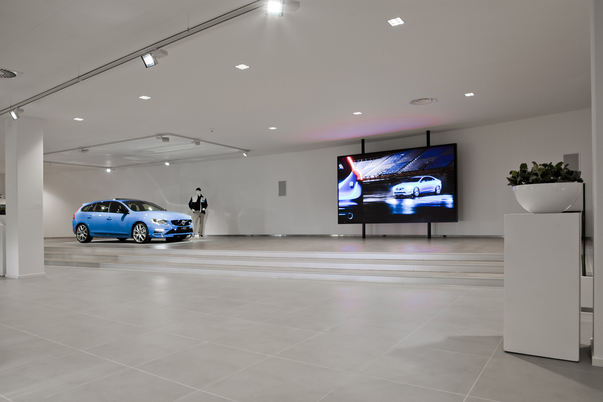 Volvo Beesd showroom LED-scherm binnen showroom