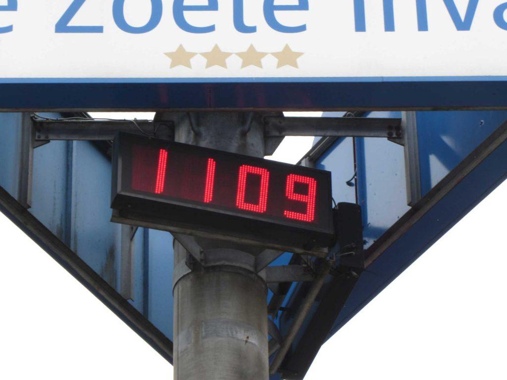 Tijd- en temperatuurdisplay De Zoete Inval Haarlemmerliede