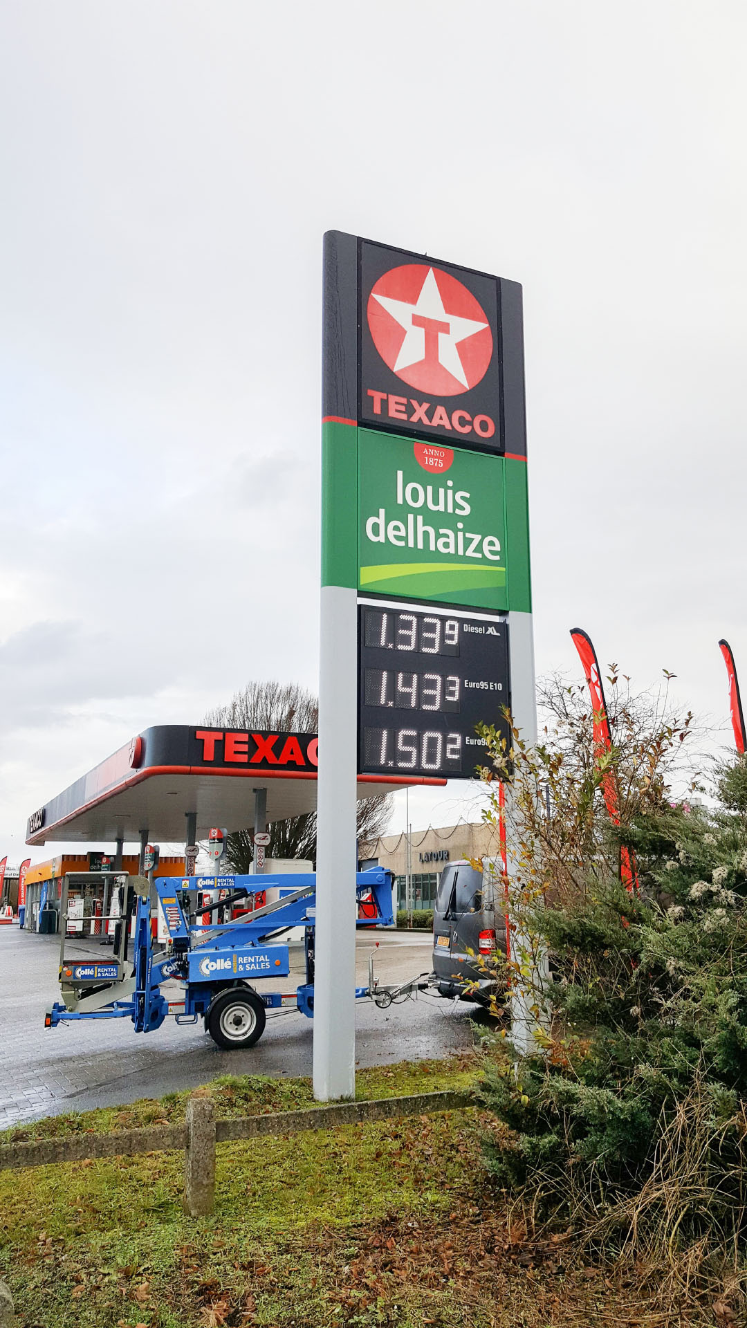 Totem met prijzendisplay Texaco station
