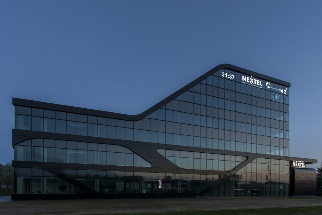 Nextel Telenet Business Wijnegem transparant LED-display