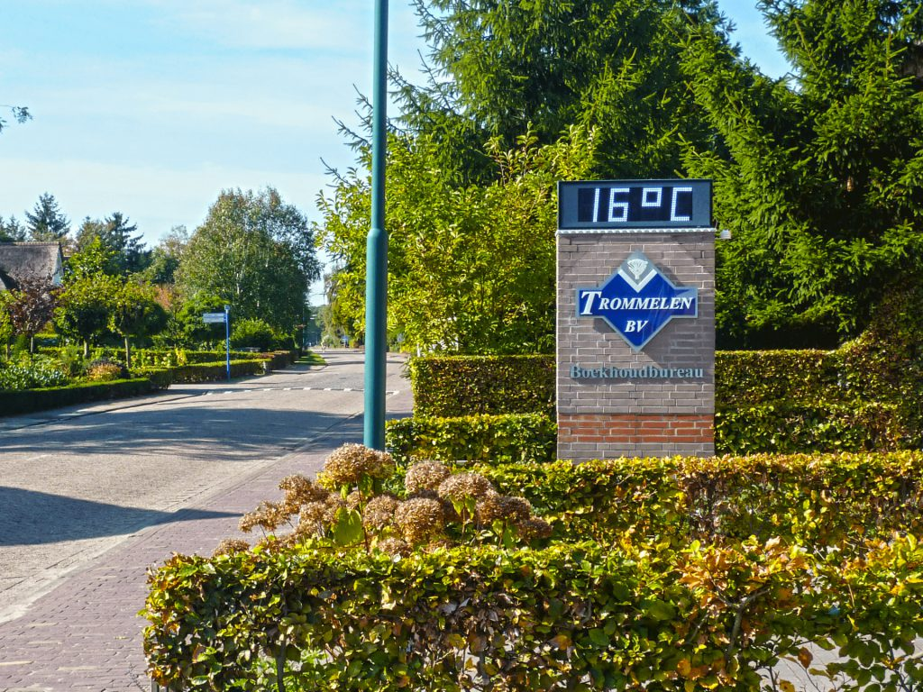 Tijd- en temperatuurdisplay Boekhoudbureau Trommelen