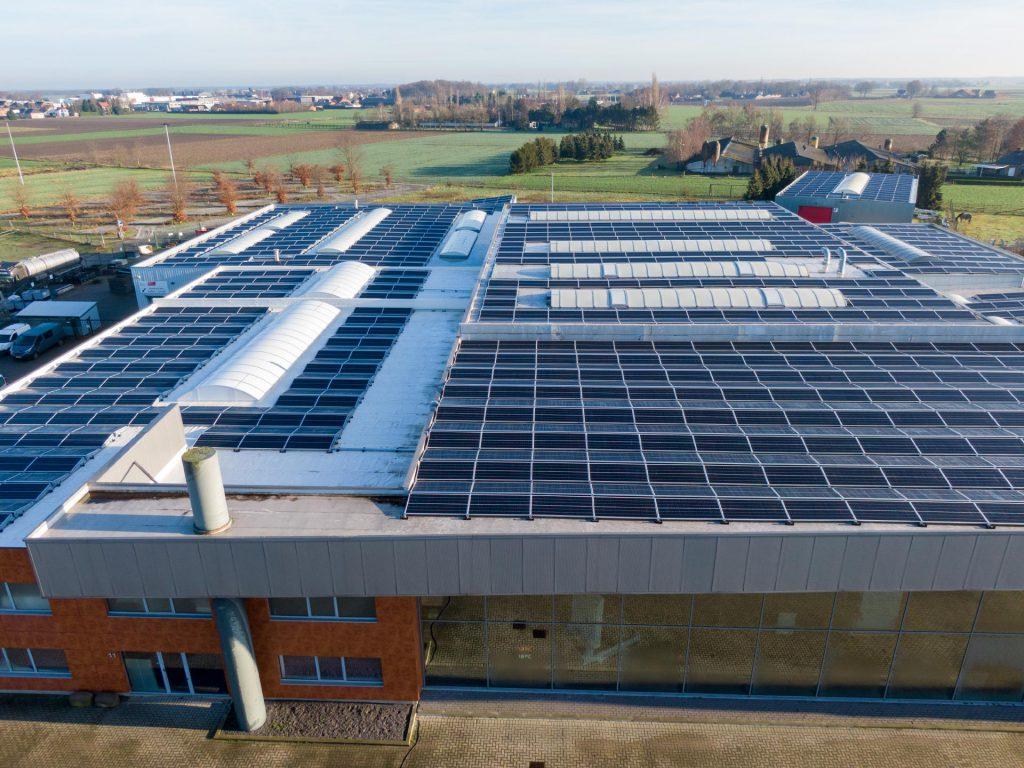 Q-lite zonnepanelen bedrijfspand
