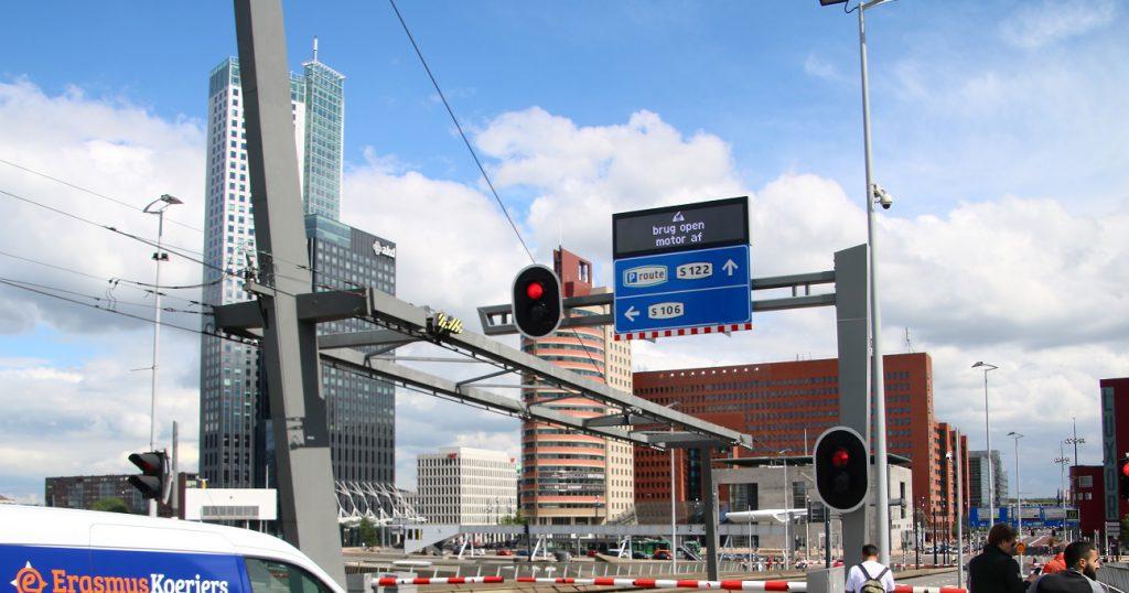 StadsDRIPs Erasmusbrug verkeersdoorstroming Dynamische Route Informatie Paneel